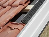 Szybszy i pewniejszy montaż okien dachowych VELUX z nowymi kołnierzami zdj. 2