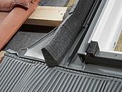 Szybszy i pewniejszy montaż okien dachowych VELUX z nowymi kołnierzami zdj. 1