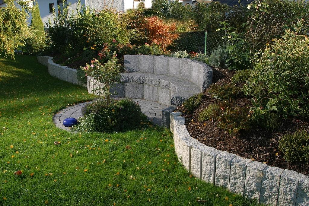 Jak wykorzysta naturalne nier wno ci terenu w ogrodzie porady budowlane budowa domu - Gartengestaltung mit granitsteinen ...
