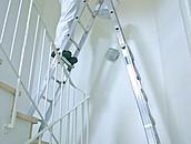 Aluminiowa drabina przegubowa. 4 powody, dla których ekipy budowlane powinny ją mieć zdj. 4