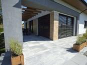 Idealna nawierzchnia wokół domu. Zadbaj o kostkę i płyty z betonu! zdj. 1