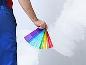 Mężczyzna trzymający paletę kolorów