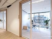 Szklane biurowce nie opustoszeją  – 70% pracowników chce powrotu do pracy w biurze zdj. 5
