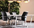 GREENARTE Sesja zdjęciowa fabryki mebli Dobra Forma z mobilnymi zielonymi ścianami w tle